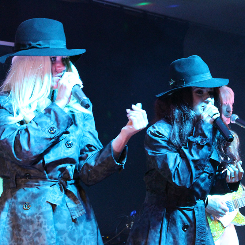 Absolute Abba tribute singers. Abbsolute Abba tribute duo and band Birmingham UK